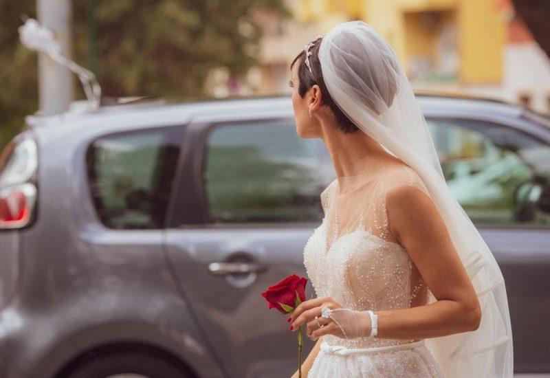 Per Glenda abito, velo e guanto baciamano di Davino Spose