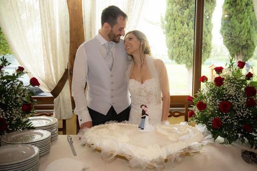 Gli sposi e il taglio della torta